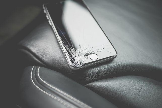 Czasem wystarczy nawet upadek telefonu z niewielkiej wysokości...