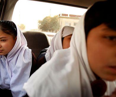 Dziewczynki sprzedane przez rodziny przyszłym mężom. Udało im się uciec i zamieszkać w ośrodku w Kabulu (Afganistan)