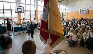 Święto Niepodległości w szkołach dzieli uczniów