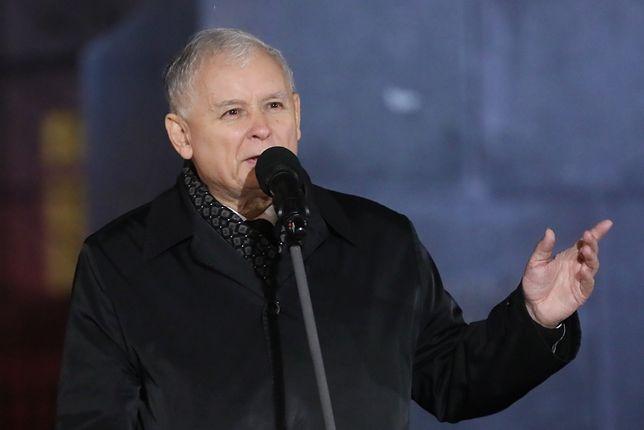 Jarosław Kaczyński podczas 90. miesięcznicy smoleńskiej