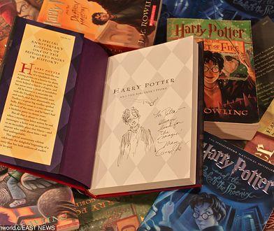 Harry Potter - seria książek J.K. Rowling z rekordowym nakładem i sprzedażą w historii