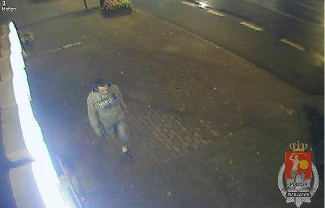 Napadł na kobietę, ukradł jej torebkę. Ktoś go rozpoznaje?