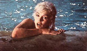 Marilyn Monroe nago w basenie. Fotografie mają przynieść zysk wysokości 35 tys. dolarów