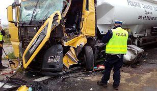 Wielkopolska. Wypadek na przejeździe kolejowym. Zderzyły się dwie ciężarówki na DK11