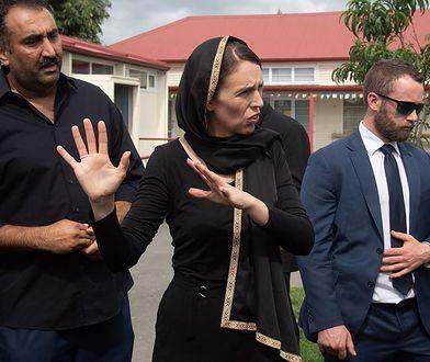 Premier Jacinda Ardern podczas spotkania z muzułmanami wkrótce po zamachu w Christchurch