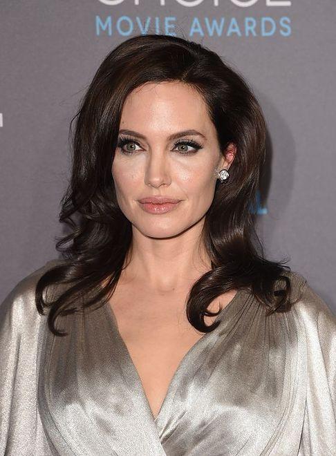 Angelina Jolie w srebrnej kreacji