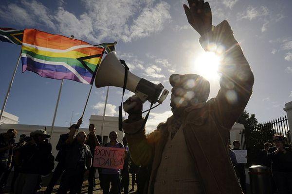 Choć konstytucja RPA daje równe prawa obywatelom niezależnie od orientacji seksualnej, w rzeczywistości są one brutalnie łamane