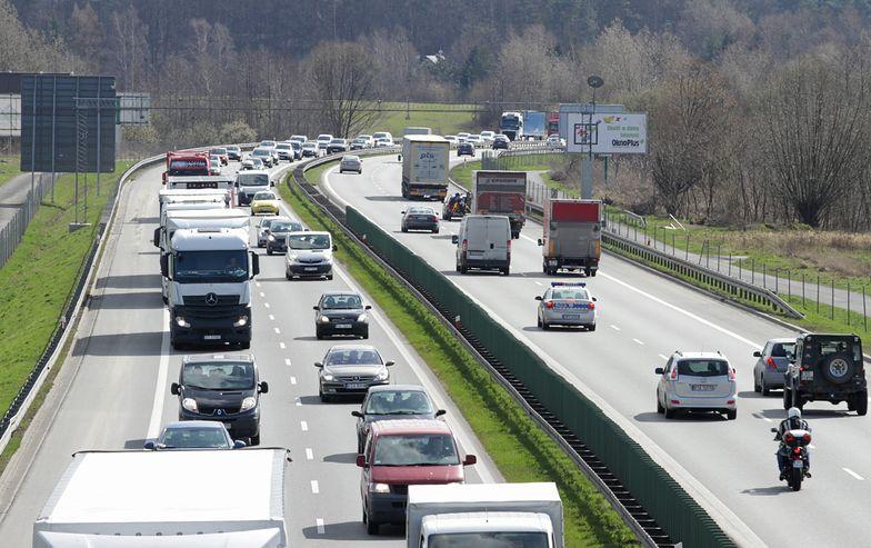 Podłęże. 89-latek jechał autostradą A4 pod prąd powodując wypadek