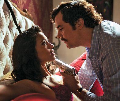 """Netflix trafił przed sąd. Pozwała go kochanka Pablo Escobara. Kadr z serialu """"Narcos"""""""