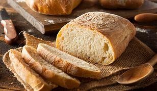 Chleb z kiszonymi ogórkami