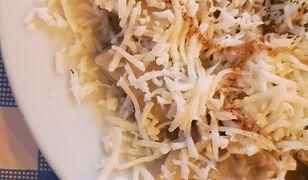 Tarte na grubych oczkach houllomi jest omastą na cypryjskich pierożkach