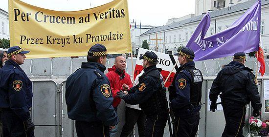 """Młodzieżówka SLD: pod Pałacem """"nielegalne zgromadzenie"""""""