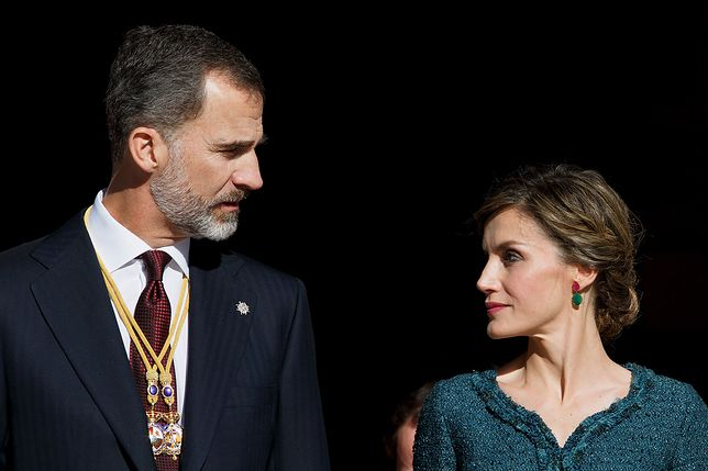 Król Filip i królowa Letizia z córkami w Hiszpańskim Parlamencie