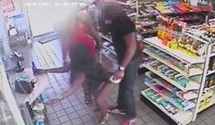 Dwie kobiety napastowały klienta sklepu. Wszystko nagrały kamery