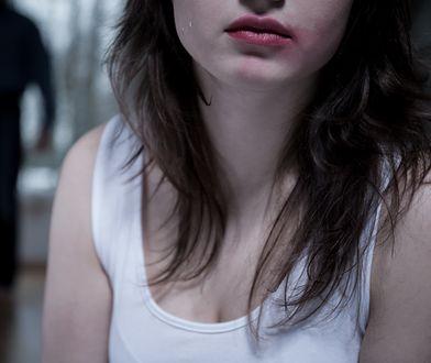 Złapał ją za tyłek, ona dzielnie zabrała głos. Kobiety idą w jej ślady
