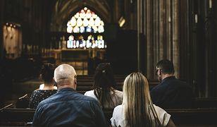 Ankieta dla młodzieży w kościele w Łomiankach. Ostatnie pytanie budzi wątpliwości