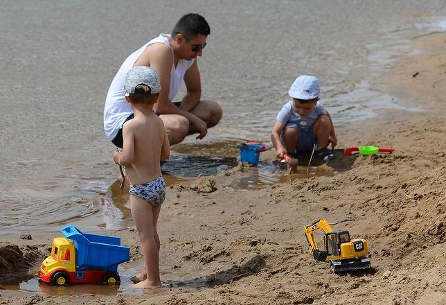 Nagie dzieci na plażach budzą kontrowersje