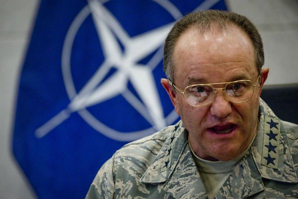 Dowódca NATO w Europie: rozejm na Ukrainie istnieje tylko na papierze