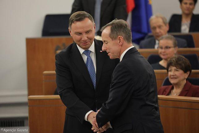 """""""Piątka dla zwierząt"""". Andrzej Duda i Tomasz Grodzki w Senacie"""