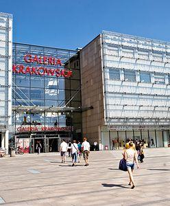 Odpalił racę w Galerii Krakowskiej. 22-latek w rękach policji