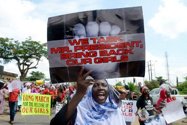 Protest po porwaniach uczennic w Nigerii