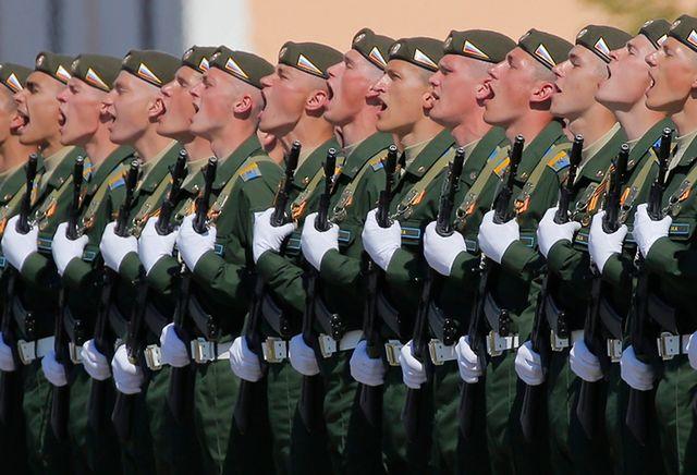 """""""Ura, ura, ura"""" w Moskwie. Dzień Zwycięstwa w Rosji"""