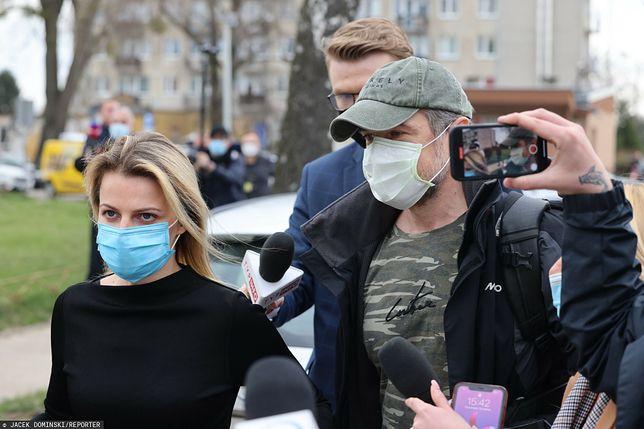 Joanna Broniszewska i Sławomir Nowak przed Aresztem Śledczym na Białołęce