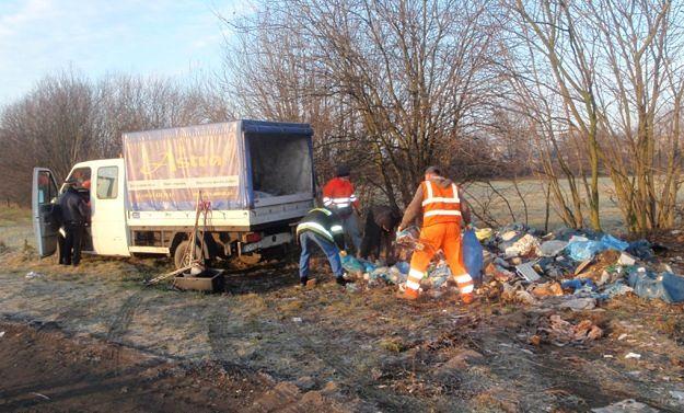 Ustawa o odpadach nie pomogła - w lasach dalej pełno śmieci