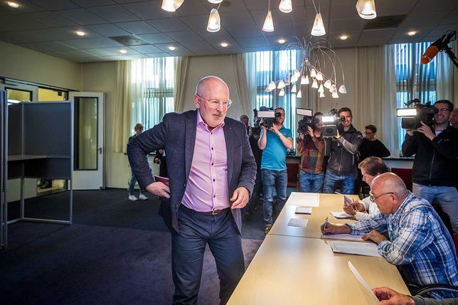 Frans Timmermans głosuje w wyborach do europarlamentu