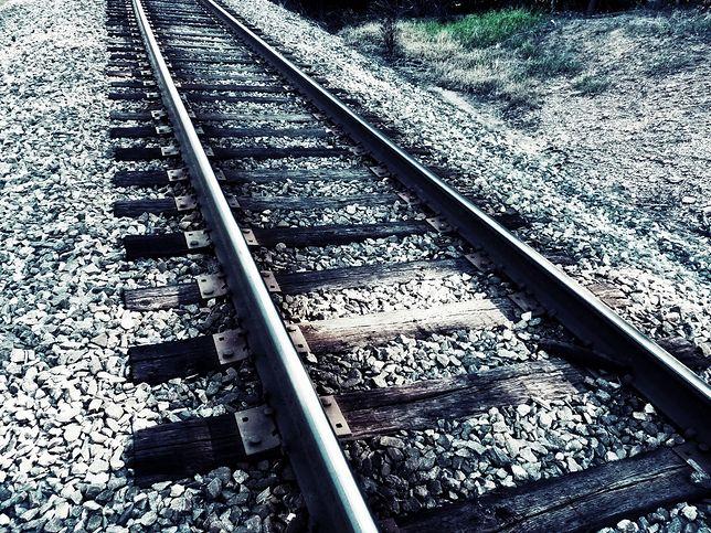 Gniezno. Pijany 37-latek przeżył zderzenie z pociągiem