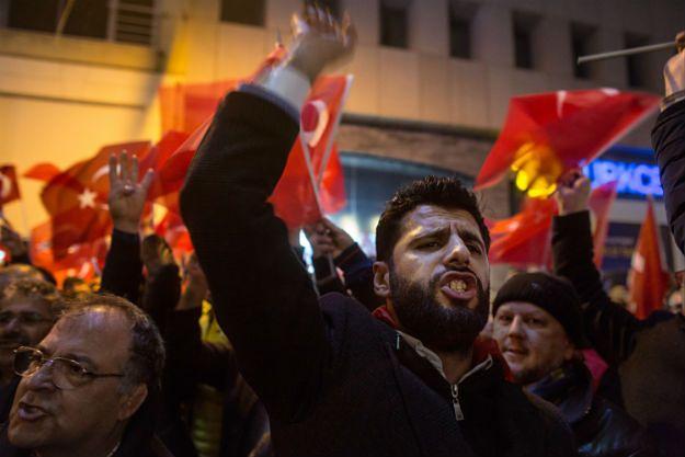 Wicepremier Turcji mówi, że umowa z UE jest nieważna. Czy Europę zaleje fala migrantów?