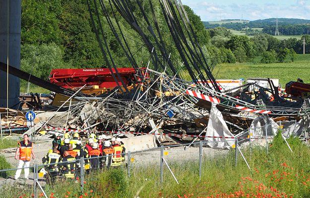 Niemcy: zawaliło się przęsło mostu na autostradzie - nie żyje co najmniej jedna osoba