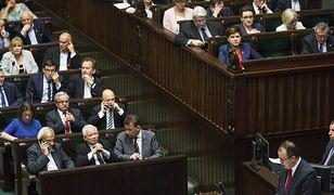 Adam Bodnar i politycy PiS-u w Sejmie