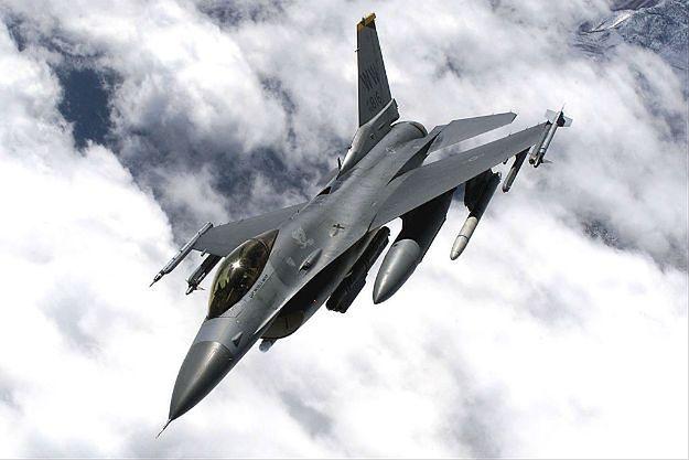 Amerykański F-16 runął na ziemię w Niemczech. Przenosił 6 ćwiczebnych bomb
