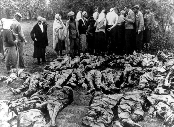 Ekshumacja ciał zamordowanych w Katyniu, kwiecień 1943 r.