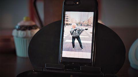 Obudowa do iPhone'a z wbudowanym... Androidem. Jest też minijack i NFC