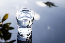 Woda alkaliczna – właściwości i zastosowanie