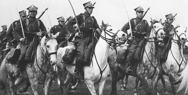 """Czy polska kawaleria faktycznie szarżowała """"z szabelką na czołgi""""?"""