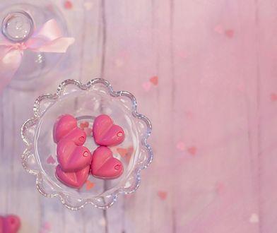 Różowa czekolada na Walentynki. Rozsmakuj się w słodkiej nowości