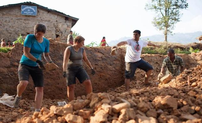 """Lekarze polecą leczyć Nepalczyków w """"Małej Polsce"""". To odpowiedź na ubiegłoroczne trzęsienie ziemi"""