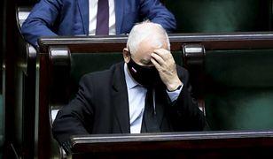 Partia Jarosława Kaczyńskiego bez większości w sondażu. Dobry wynik partii Szymona Hołowni