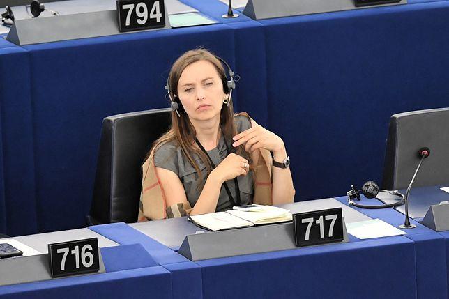 Mięso i mleko jak papierosy? Sylwia Spurek chce zakazu ich reklamowania