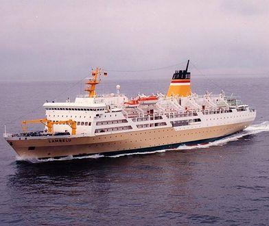 Pasażerowie indonezyjskiego statku wpadli w panikę