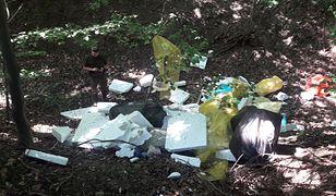 Odpady remontowe w lesie to niestety częsty widok