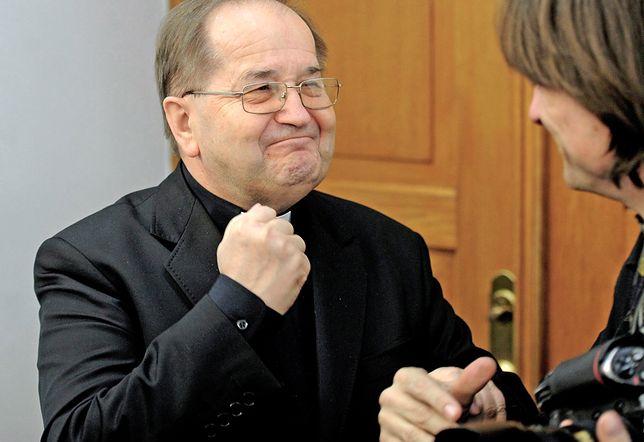 Duchowny z Torunia dostał dwa samochody od bezdomnego, który wygrał w totolotka