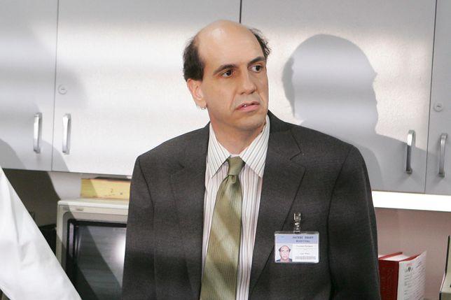 """Sam Lloyd w 9 sezonach serialu """"Hoży doktorzy"""" wcielał się w postać prawnika"""