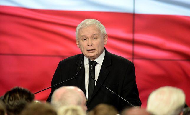 Wieczór wyborczy w Komitecie Wyborczym PiS. Przemawia Jarosław Kaczyński.