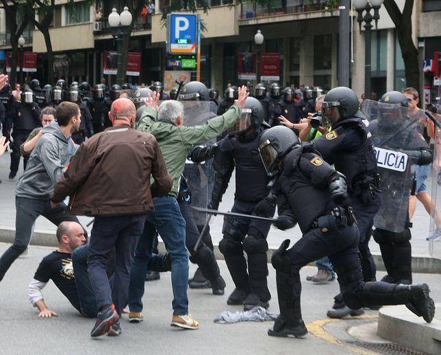 Starcia między policją a demonstrantami w dniu referendum w Katalonii