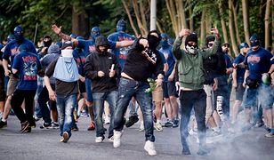 Piłkarscy ultrasi: między neofaszyzmem a pomocą uchodźcom