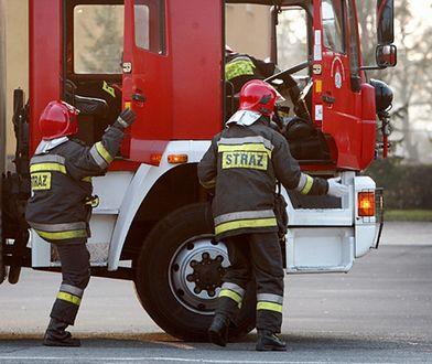 Trwa akcja strażaków w szkole na warszawskiej Pradze, gdzie ktoś rozpylił nieznaną substancję